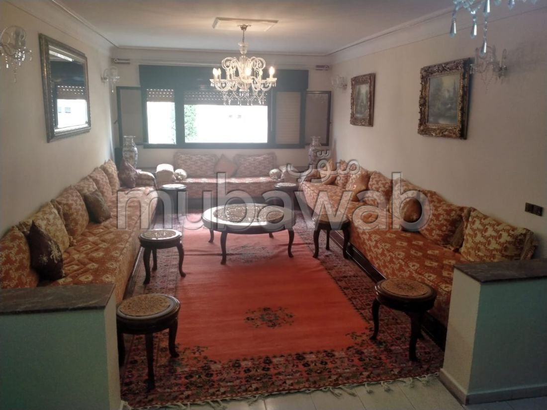 Find an apartment to buy in Administratif. 4 Cabinet. Terrace and lift.
