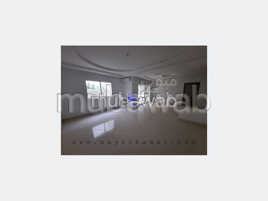 Piso en alquiler en Tanger City Center. Superficie 60 m². Armarios.
