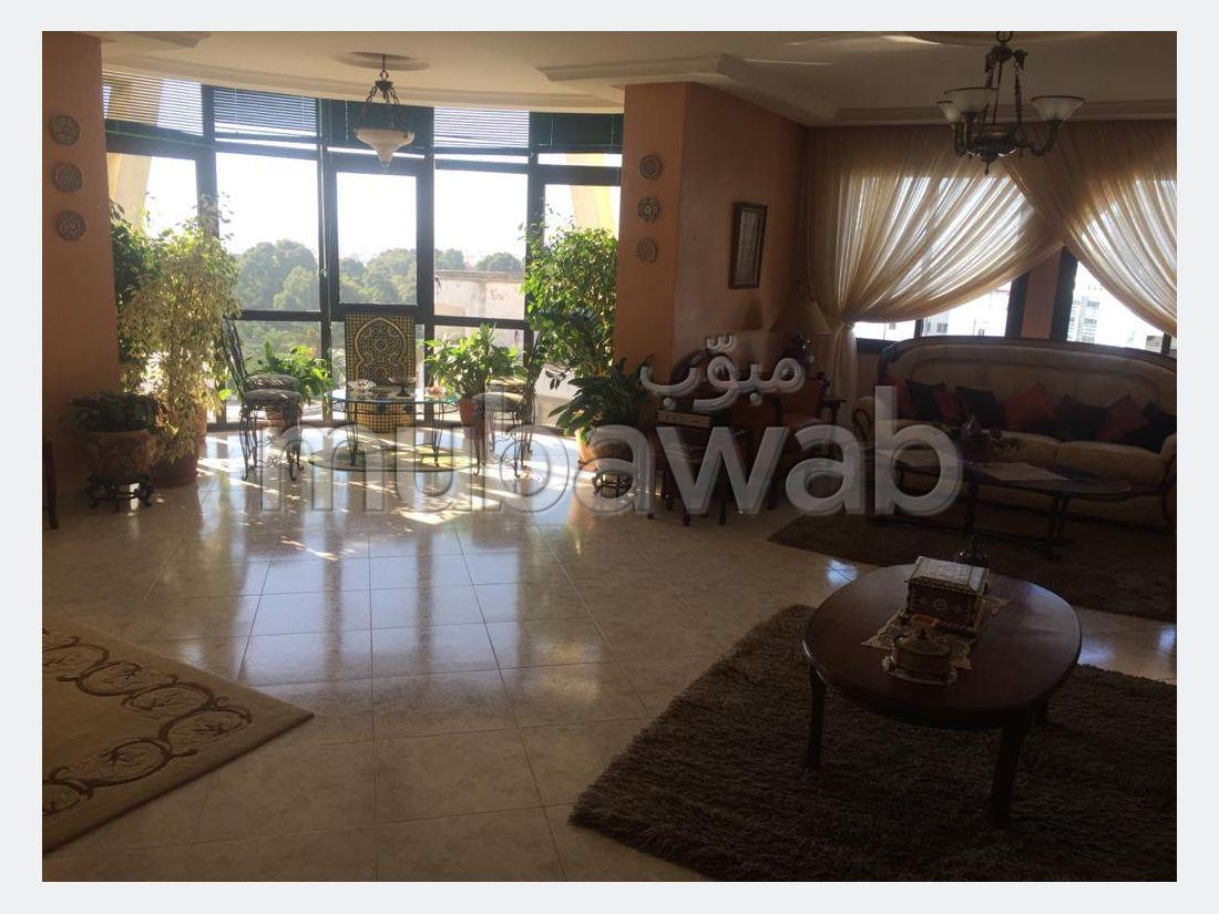 شقة جميلة للبيع ب ايبرية. المساحة الكلية 200 م². إقامة بالبواب ، ومكيف هوائي.