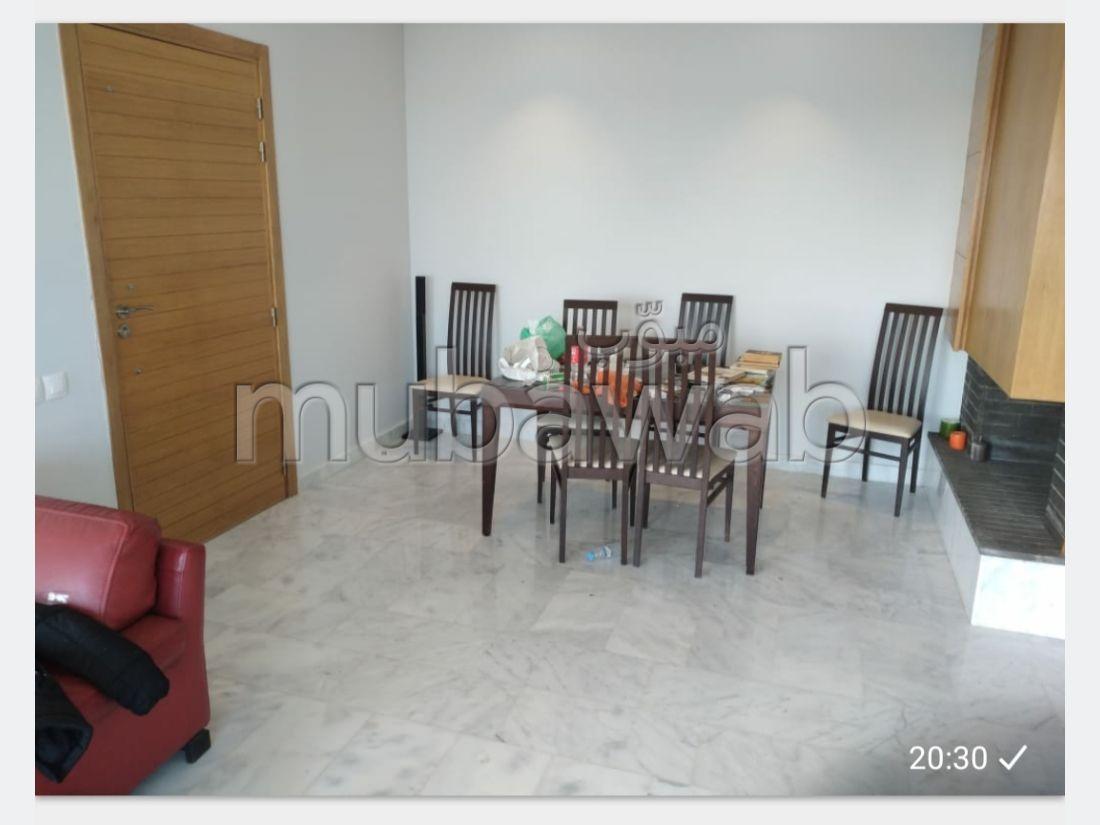 Bel appartement à vendre à Dar Bouazza. 1 Pièce. Parking et jardin