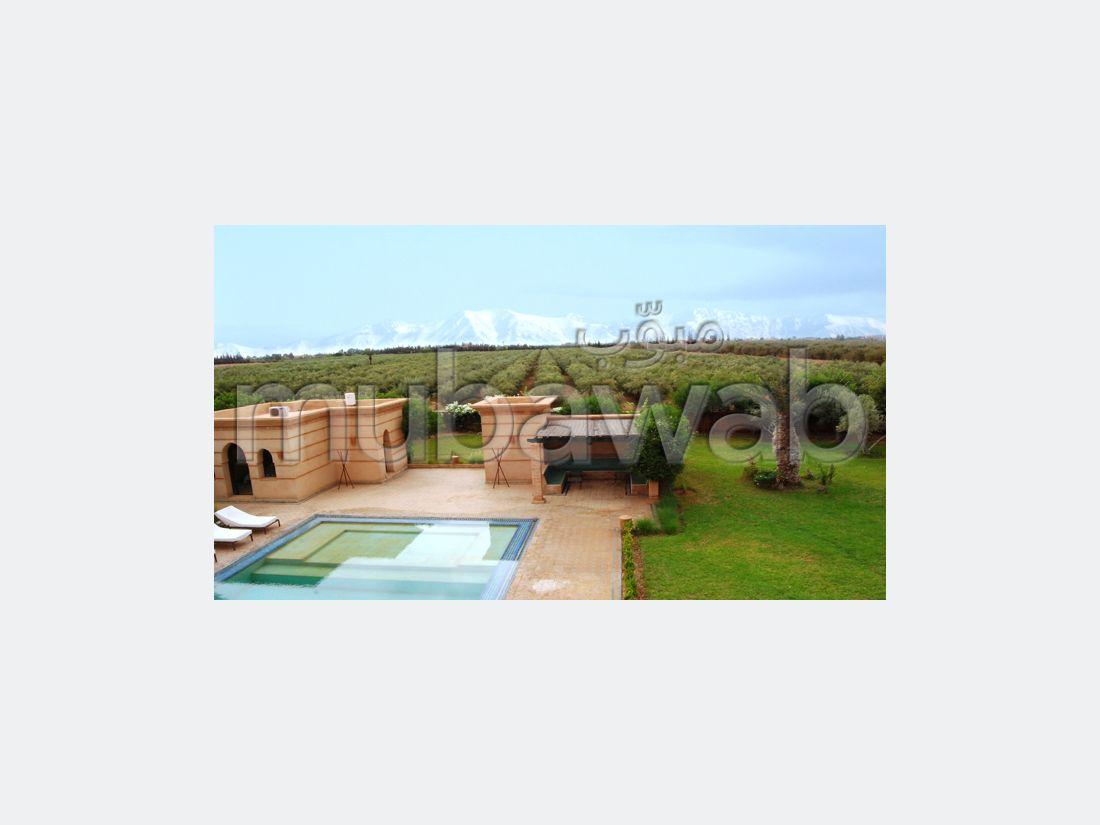 شقة للإيجار طريق فاس ب. 7 قطع مريحة. شرفة جميلة وحديقة.