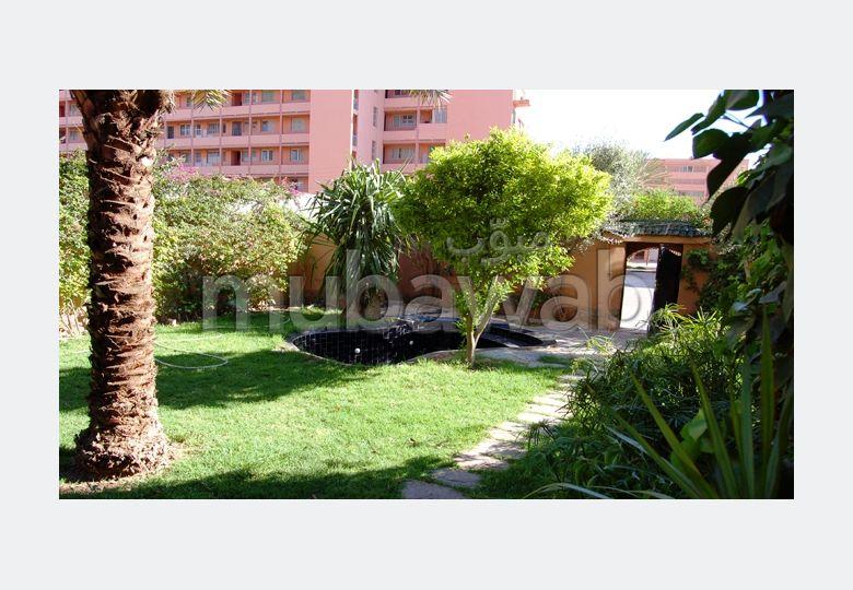 Appartement avec un grand jardin et piscine privative