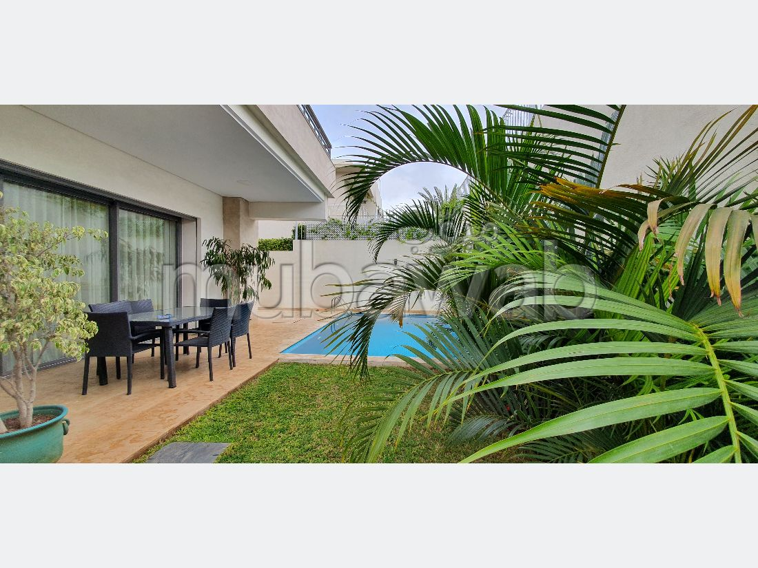 Fabulous villa for sale in Polo. Surface area 353 m². Cellar, Large terrace.