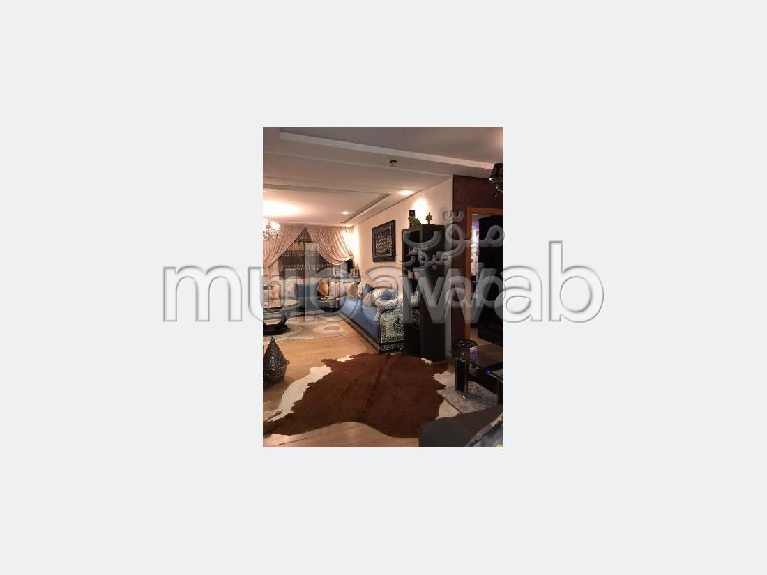 شقة رائعة للبيع ب المغرب العربي. 1 غرفة. نوافذ مع زجاج مزدوج وباب آمن.
