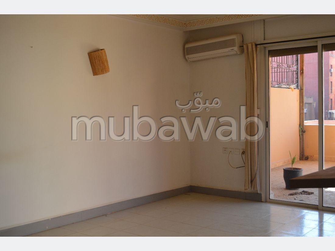 Se vende piso en Guéliz. 3 Gabinete. Ascensor y terraza.