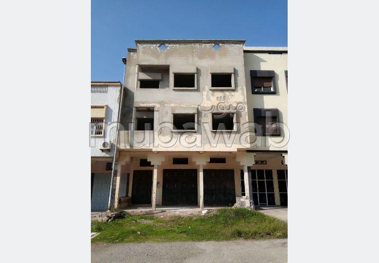 House for sale in El Hadadda. 4 Small room. Carpark, Balcony.