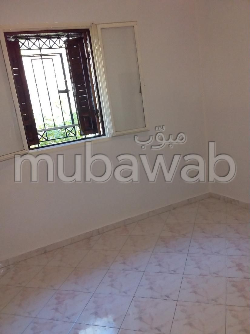Beautiful apartment for sale in Sala el Jadida. 5 Surgery. Private garden.