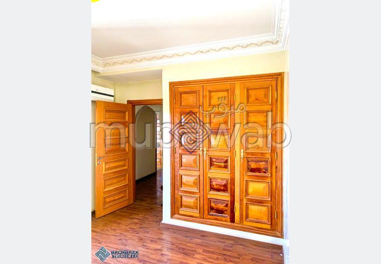 Bel appartement à vendre à Marrakech. 3 pièces confortables. Places de stationnement et terrasse