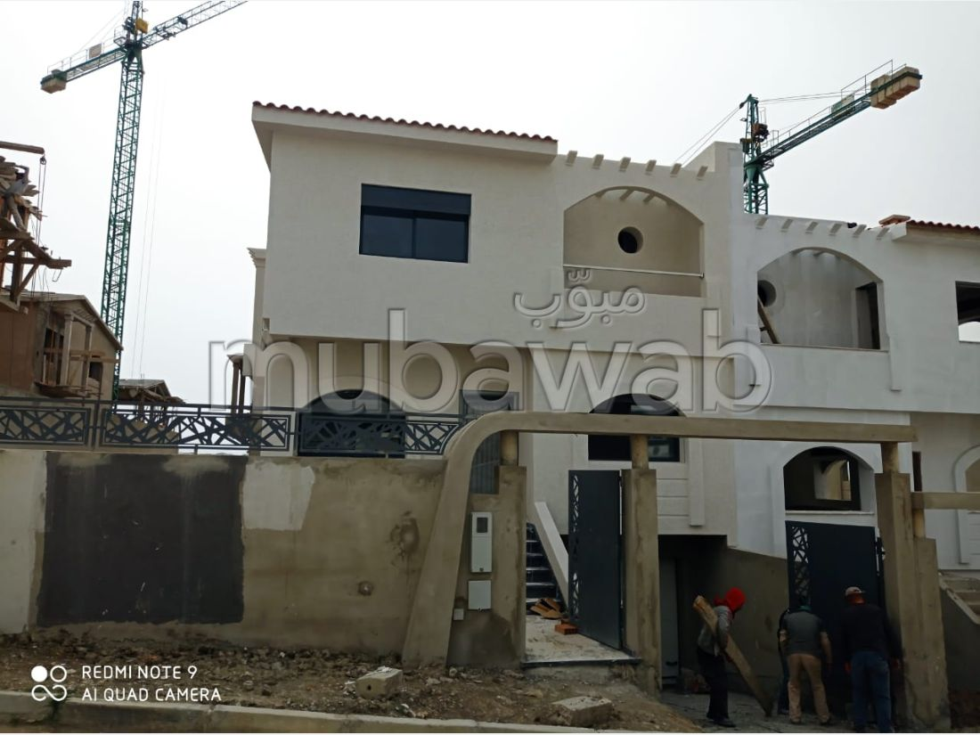 High quality villa for sale in Achakar. 3 rooms. Garden and terrace.