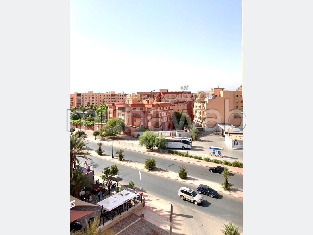 Bel appartement à vendre à Marrakech. Surface de 114 m². Porte blindée, sécurité