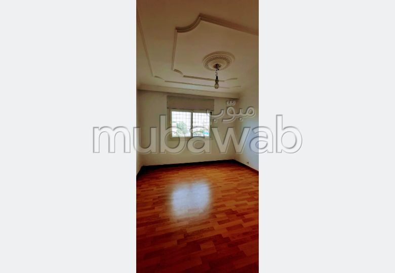 Offices for rent in Riyad. Surface area 160 m². No Lift, Large terrace.