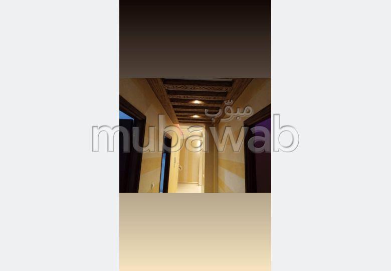 Appartement à l'achat à Hay Hassani. Surface de 83 m². Ascenseur et terrasse.