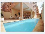 شقة للبيع بطريق الدارالبيضاء. 2 قطع رائعة. كونسياج  وحوض سباحة.