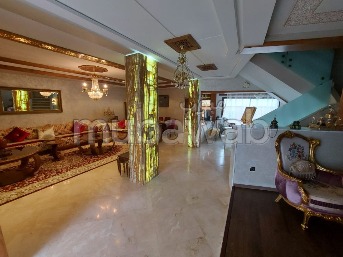 Luxury villa for sale in Malabata. 5 Cabinet.