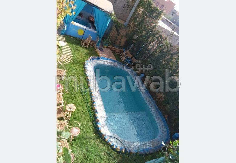 شراء منزل مميز بمراكش. المساحة الكلية 214 م². شرفة مشرقة