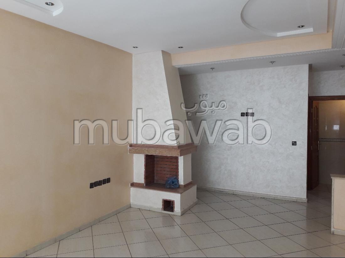 بيع شقة ب عين عمير. 3 غرف ممتازة. صالون مغربي نموذجي ، إقامة آمنة.