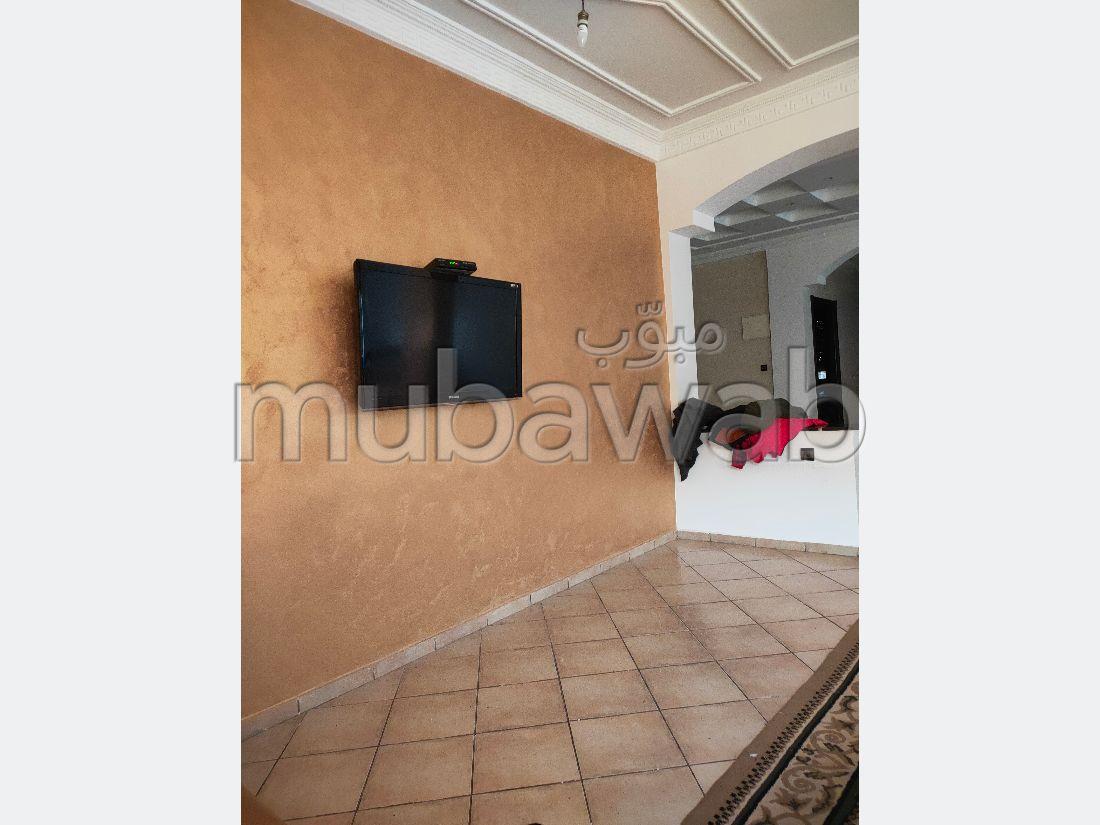 Vente villa de luxe à Casablanca. 7 pièces. Places de stationnement et jardin