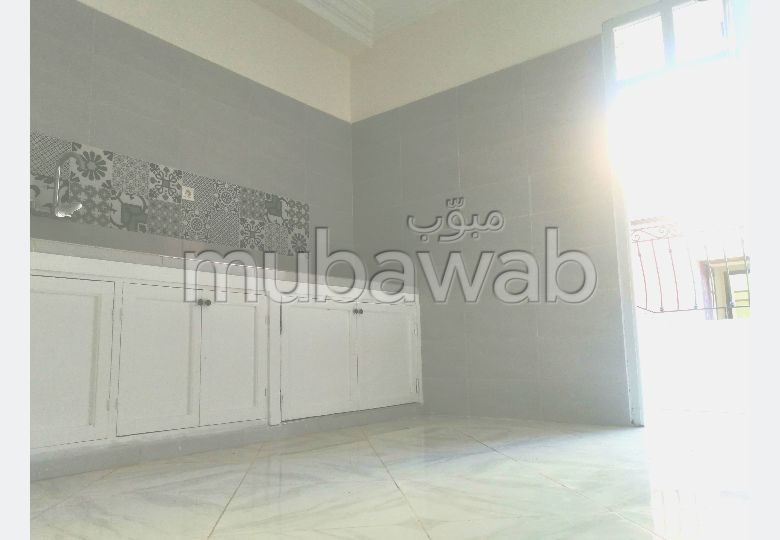 شقة رائعة للإيجار ب حي المحمدي. المساحة 84 م². شرفة.
