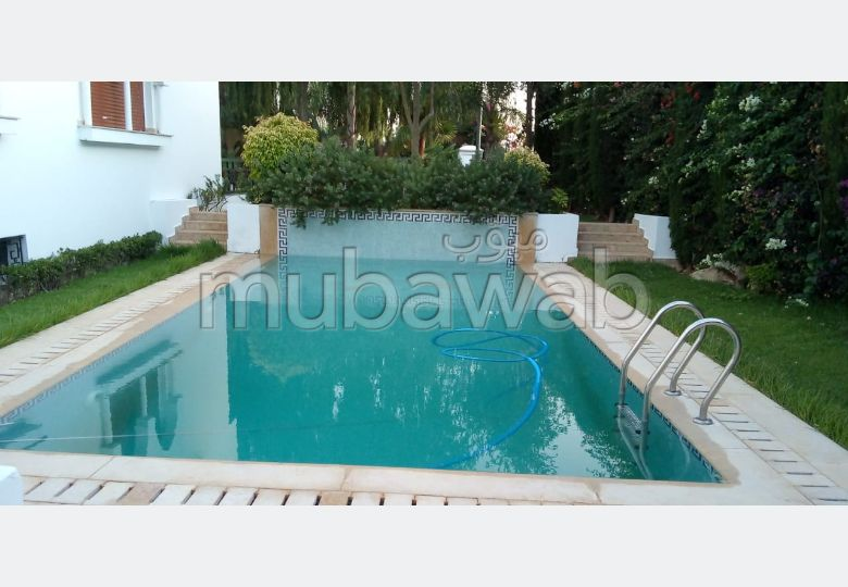 Splendid villa for sale in Rmilat. Area of 500 m². All comforts with swimming pool and fireplace.