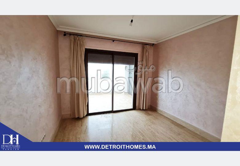 Se alquila este piso en Achakar. 5 habitaciones. Jardín y garaje.