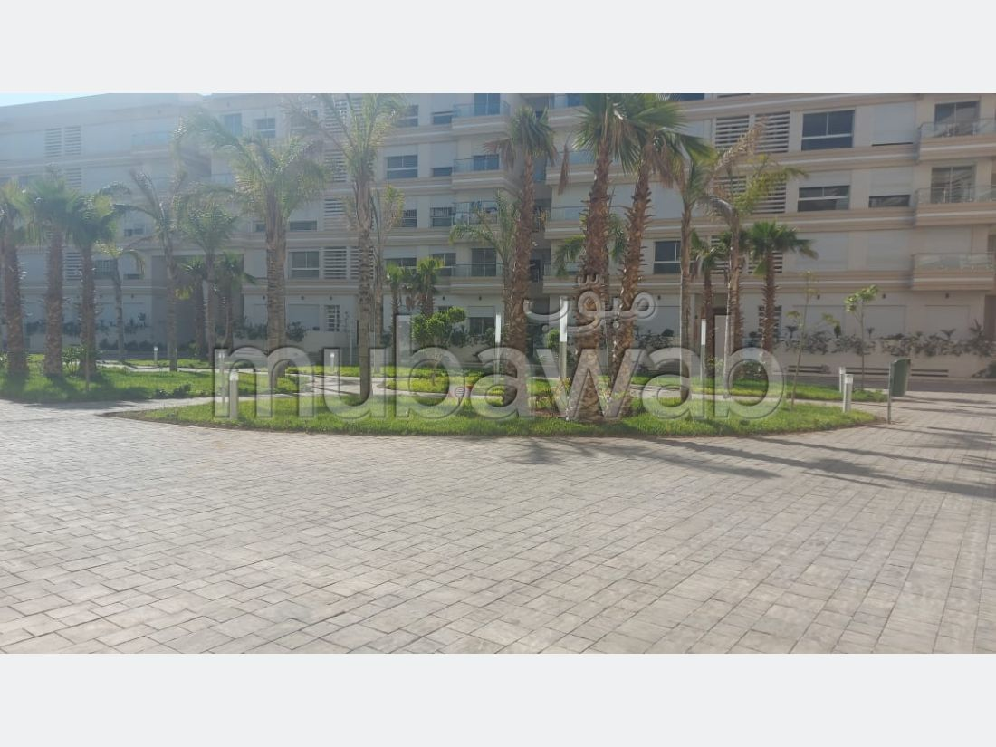 Apartment for rent in Riad Salam. 3 Cabinet. Car park.