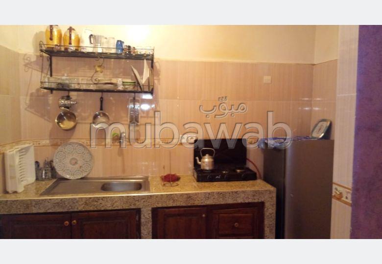 Très bel appartement en location à Hay Massira. Surface de 60 m². Meublé.