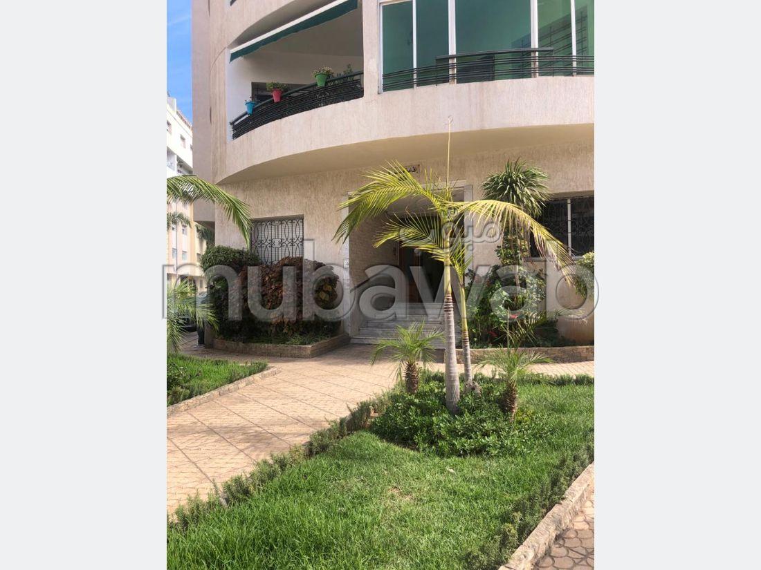شقة رائعة للبيع ب ميموزا. 2 غرف رائعة. صالون مغربي نموذجي ، إقامة آمنة.
