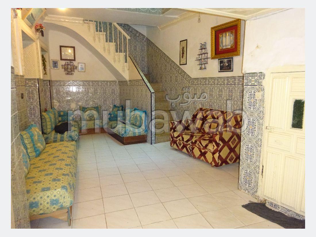 منزل جميل جدا للبيع ب المدينة القديمة. 5 قطع كبيرة.
