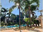 فيلا فاخرة للبيع بحي كاليفورنيا. 7 غرف جميلة. صالة تقليدية ونظام طبق الأقمار الصناعية.