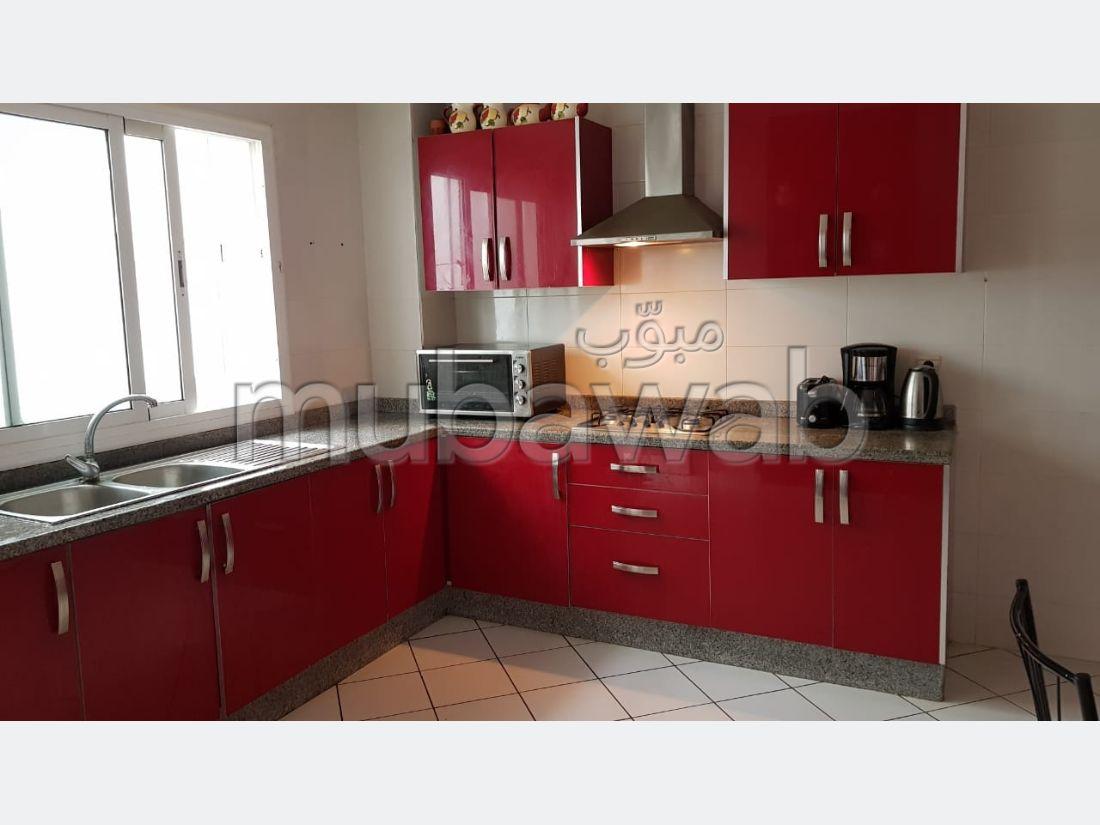 بيع شقة ب ميموزا. المساحة الكلية 130 م². صالة تقليدية ونظام طبق الأقمار الصناعية.