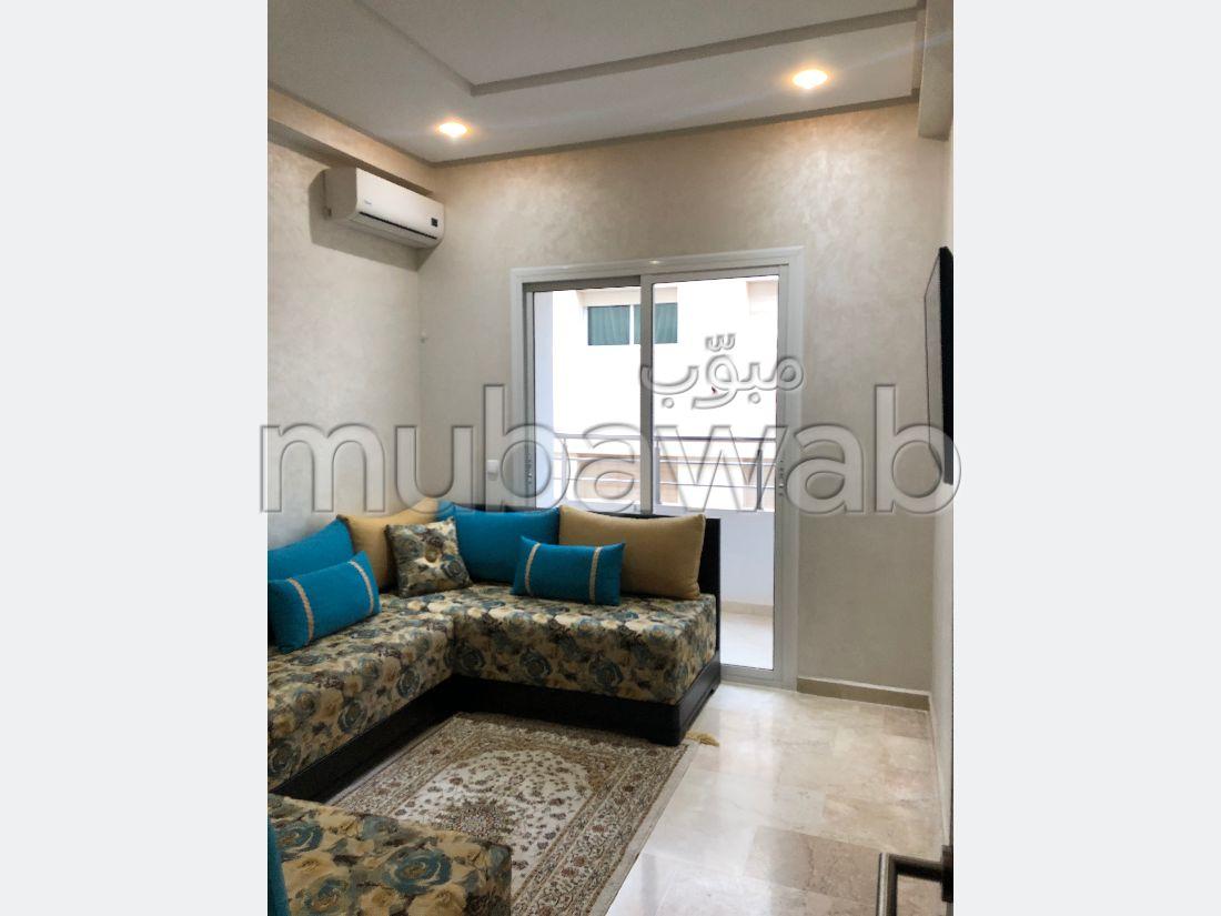 شقة جميلة للبيع ب طريق ايموزر. 5 قطع. صالة مغربية وصحن فضائي.