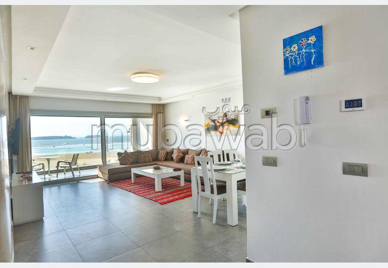 Très bel appartement en location à Essaouira. Surface de 90 m². Fenêtres double vitrage et chauffage central