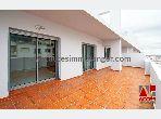 شقة جميلة للكراء بطنجة. المساحة 113 م². مكان وقوف السيارات وشرفة.