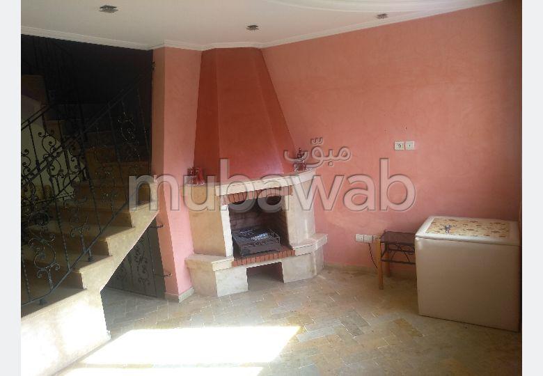 منزل رائع للإيجار ببوسكورة. المساحة 273 م². نوافذ زجاجية مزدوجة ومدفئة مركزية.