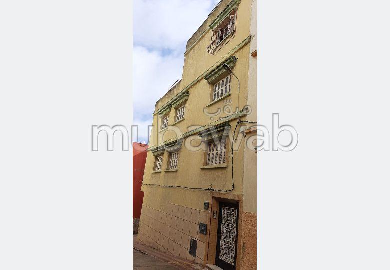 Encuentra tu próxima casa en Casabarata. Área total 120 m². Puerta pesada, salón tradicional.