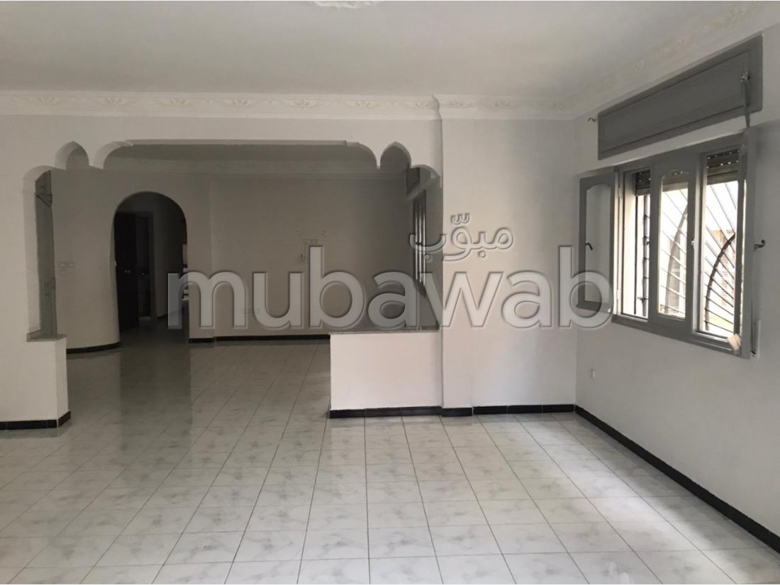 Apartment for rent in Castilla. 3 large living areas. Caretaker available.