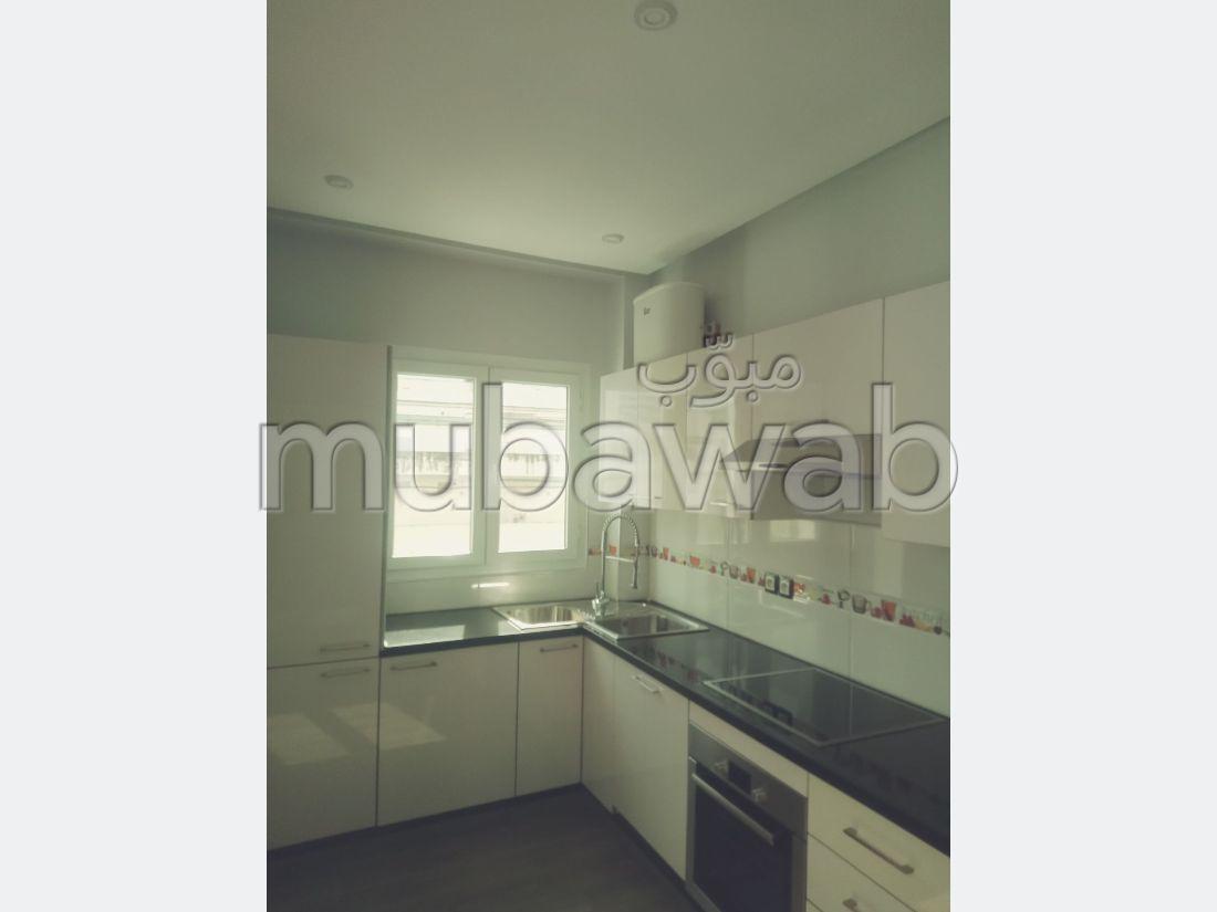 شقة للشراء بملابطا. المساحة الإجمالية 88 م². تتوفر الإقامة على خدمة الكونسياج ونظام تكييف الهواء.