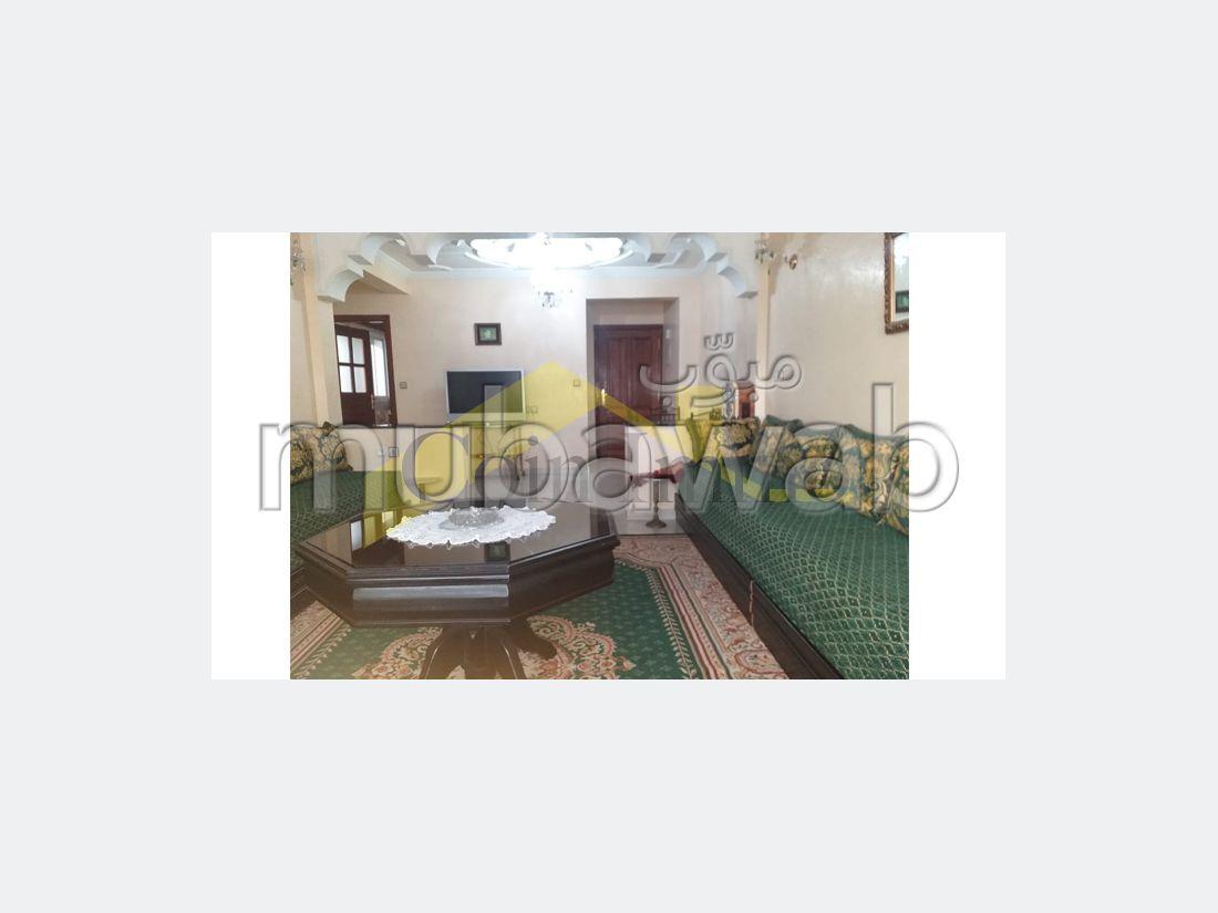 شقة رائعة للايجار بوسط المدينة. المساحة الكلية 92 م². صالون تقليدي.