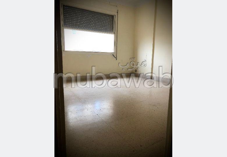 Piso en alquiler en Iberie. 2 dormitorios. Puerta pesada.