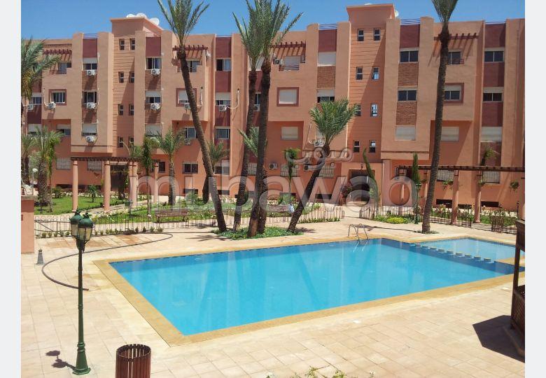 شقة رائعة للبيع بطريق الدارالبيضاء. 6 قطع مريحة. حمام سباحة و نظام تكييف للهواء.