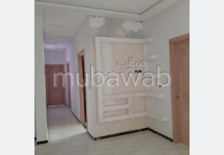 Magnífico piso en venta en Hay Anas. 3 Habitacion grande. Aislamiento térmico y acústico, puerta de seguridad.
