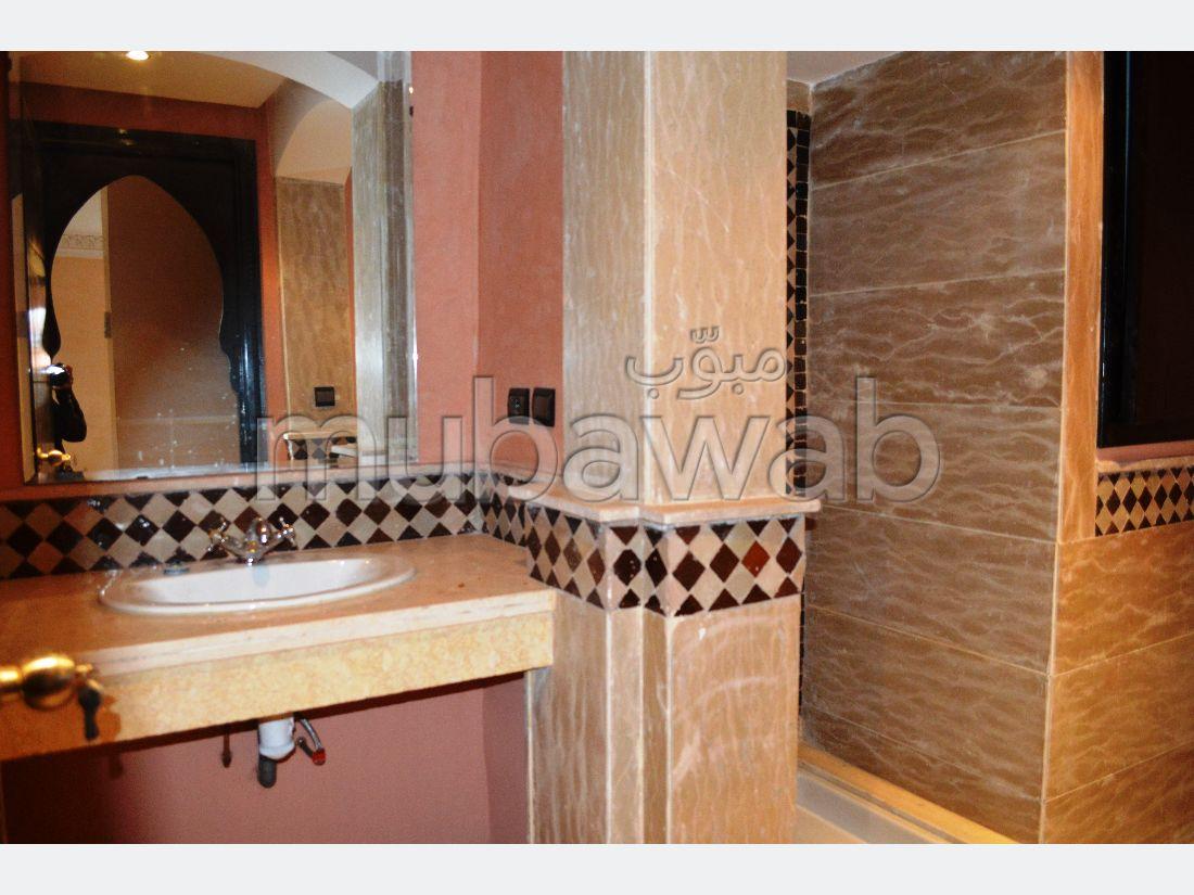 Bonito piso en alquiler en Guéliz. 2 Hermosas habitaciones. Servicio de conserjería, hermosa piscina.