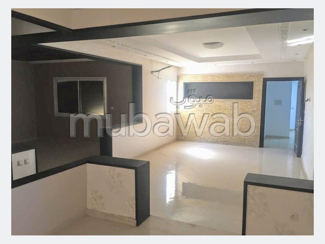 شقة للشراء بوسط المدينة. المساحة 180 م². إقامة بالبواب ، ومكيف هوائي.