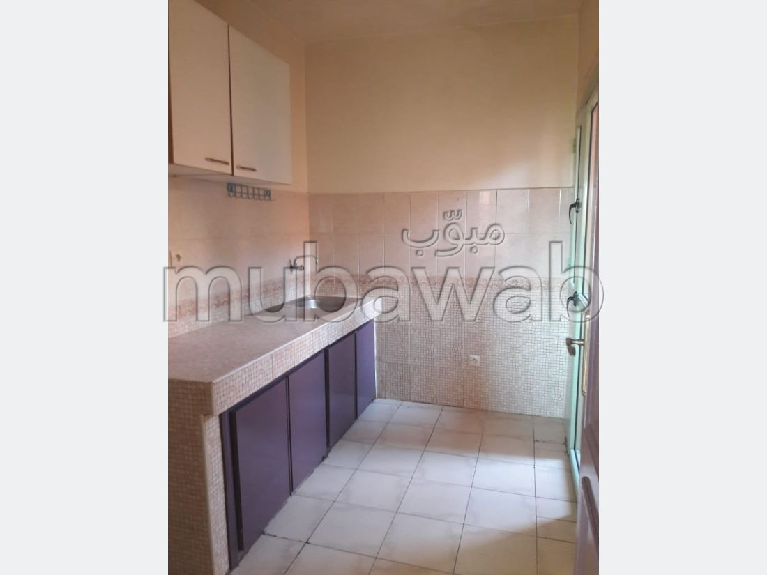 Find an apartment for rent in Hay Saada. Total area 55 m². Caretaker service and air conditioning.