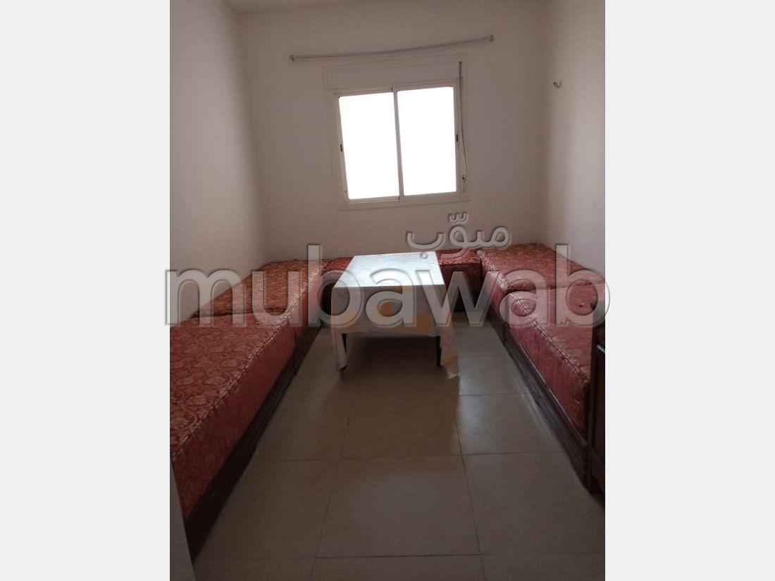 Bonito piso en venta en Achakar. 2 Bonitas habitaciones. Antena parabólica general, barrio seguro.