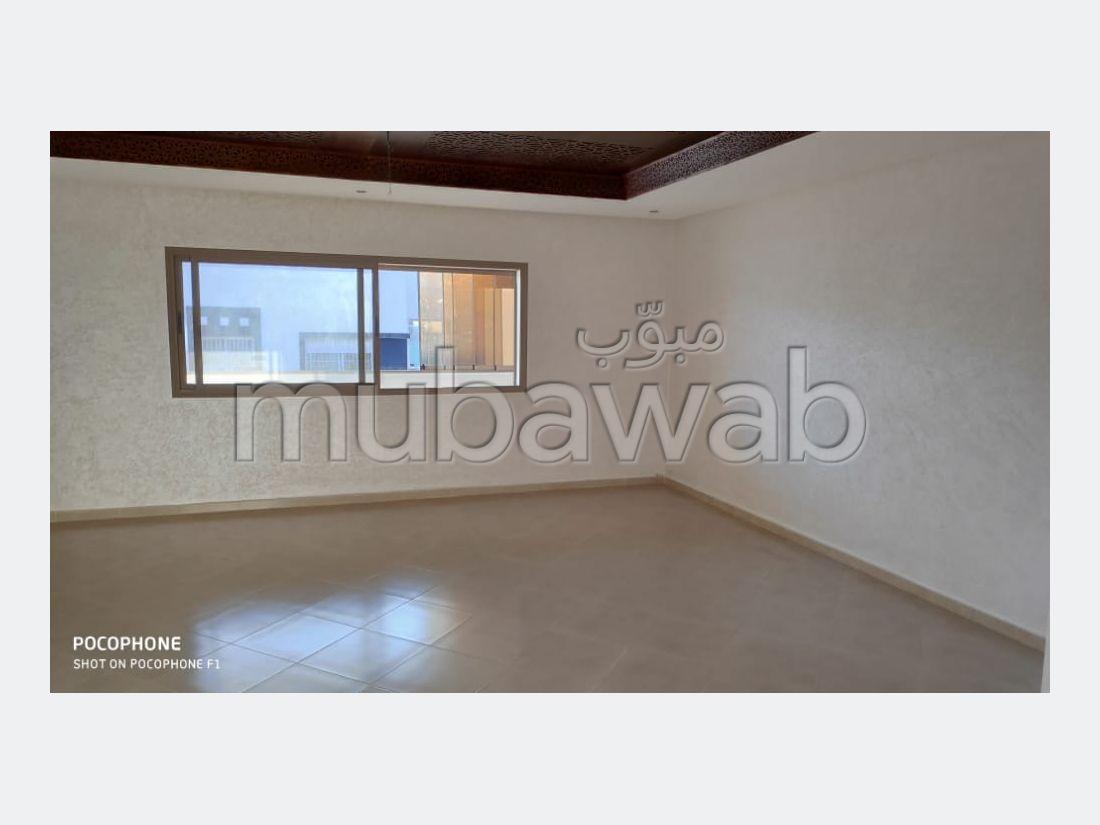 Bonito piso en venta en Mimosas. 3 Bonitas habitaciones. Servicio de conserjería, aire condicionado.