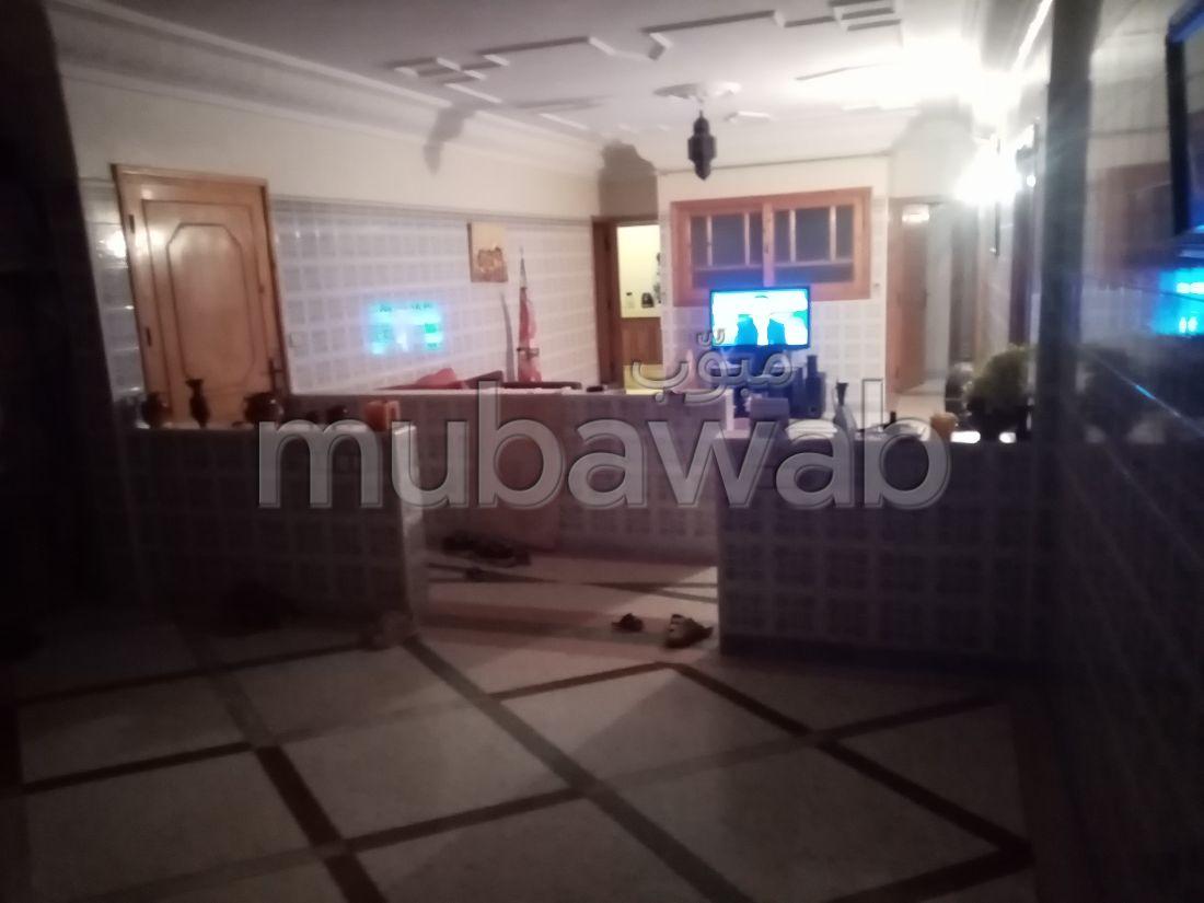 Magnífica casa en venta en Oulad Wjih. Área total 140 m². Balcón grande.