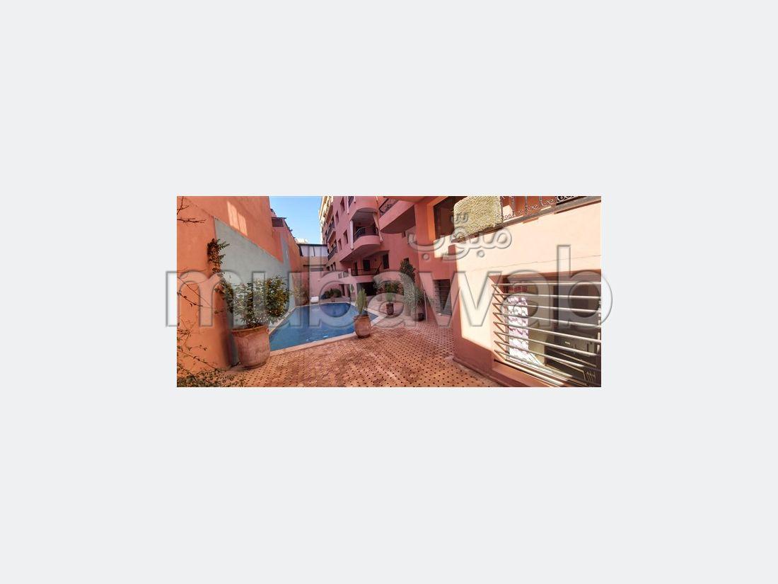 Piso en venta en Guéliz. Superficie 85 m². Jardín privado, sin ascensor.