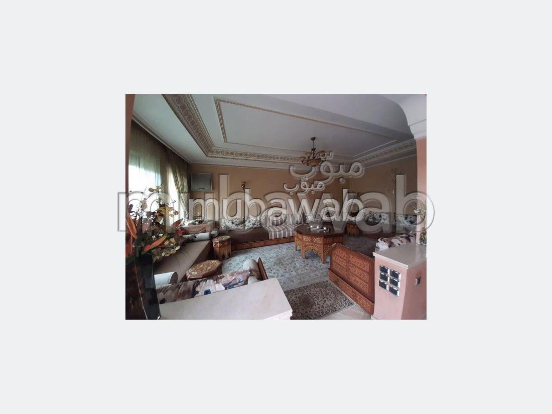 منزل ممتاز للبيع ب حي الليمون. 4 غرف جميلة. صالة تقليدية ونظام طبق الأقمار الصناعية.