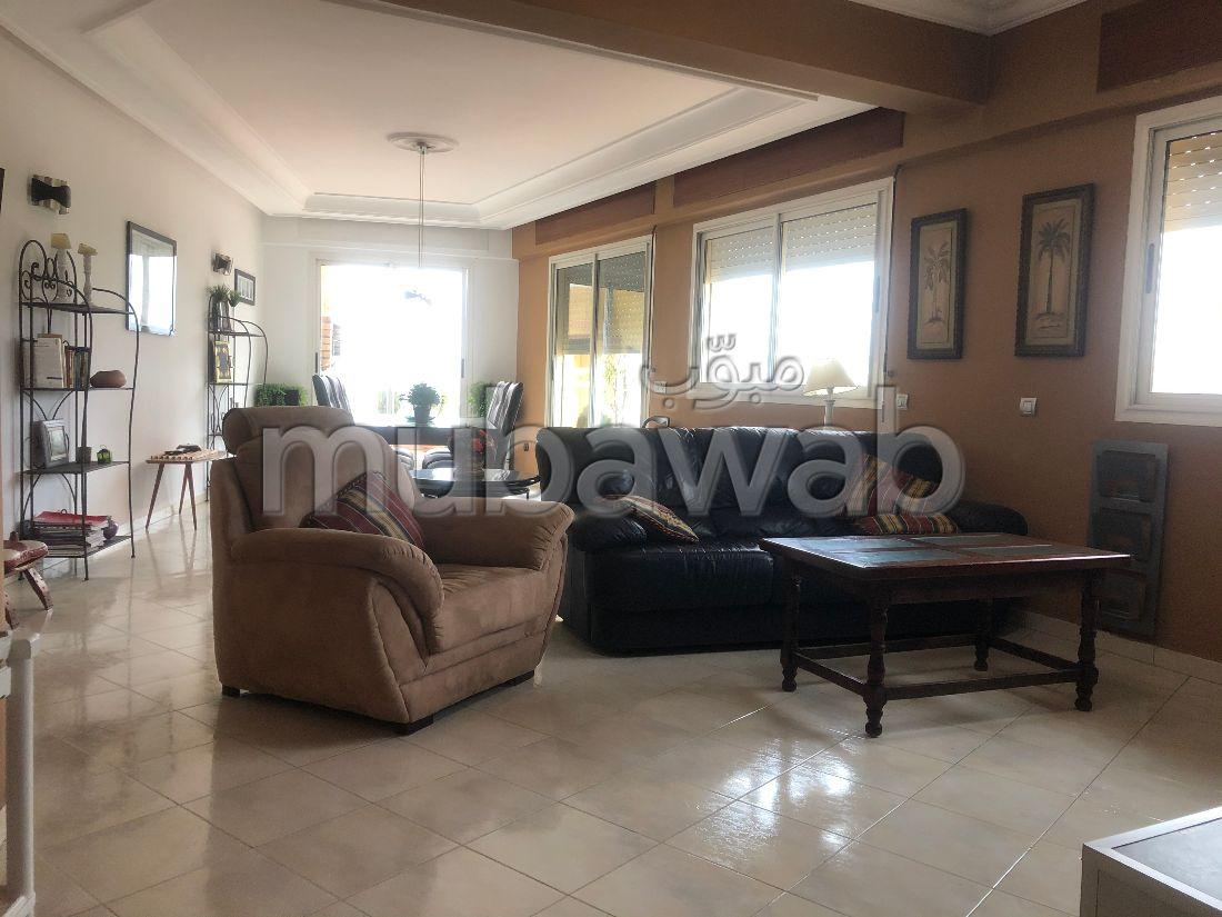 Location d'un appartement à Tanger. Surface totale 200 m². Bien meublé